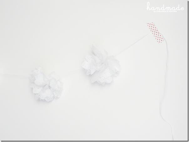 doilies pompon garland {handmade by Ghirlanda di Popcorn}