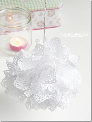 doilies pompon {handmade by Ghirlanda di Popcorn}