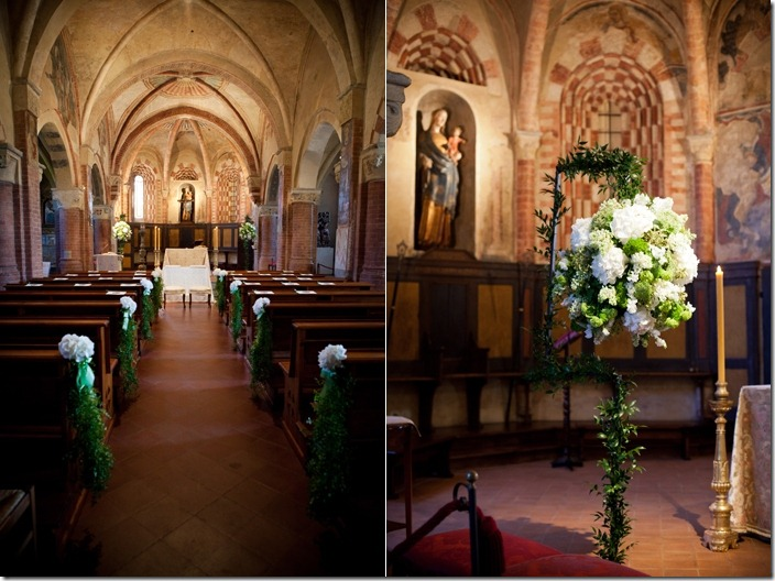 allestimento chiesa vintage, allestimento banchi chiesa, composizioni floreali, sfere floreali sposa, allestimento chiesa Viatosto