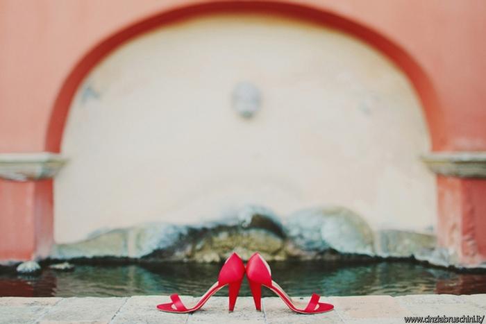 calzature rosse sposa, colori scarpe sposa, sposa rosse, calzature alternative sposa,