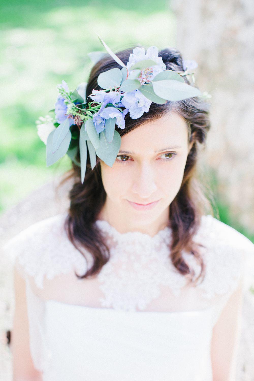 Acconciature sposa con corone fiori, coroncine di fiori matrimonio,