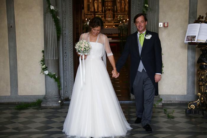 sposa-uscita-chiesa-wedding-day