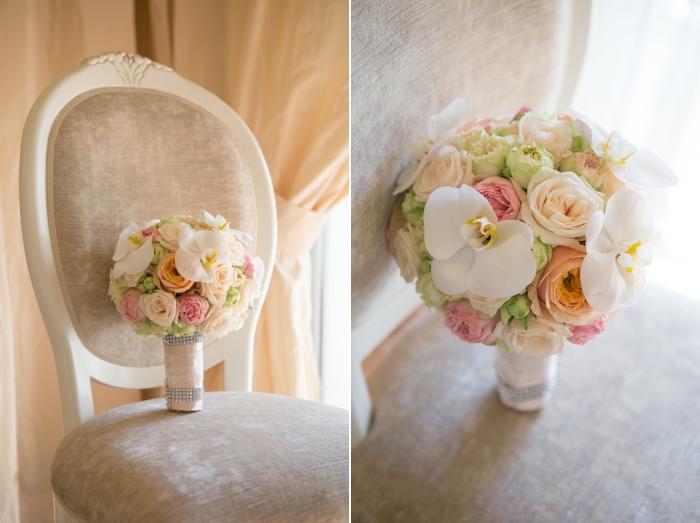 bouquets-sposa-rotondo-bianco-pesca-rose-orchidee-foto-michele-dellutri