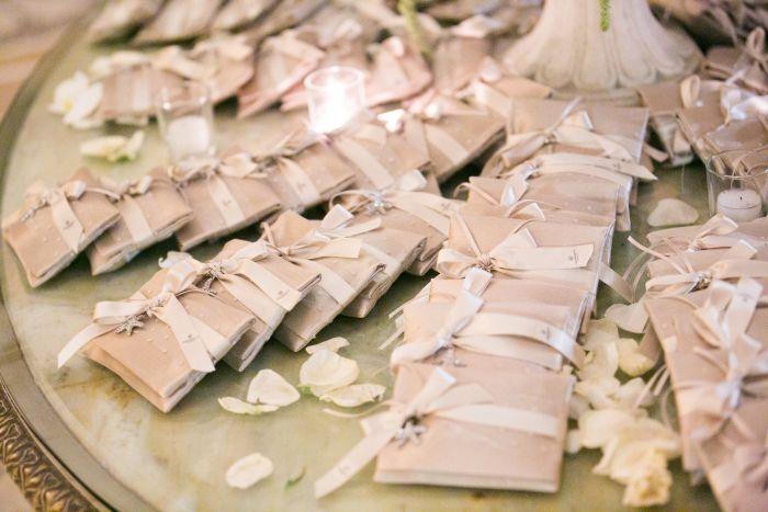 bustina-portaconfetti-shantung-seta-le-spose-di-couture-hayez-foto-michele-dellutri