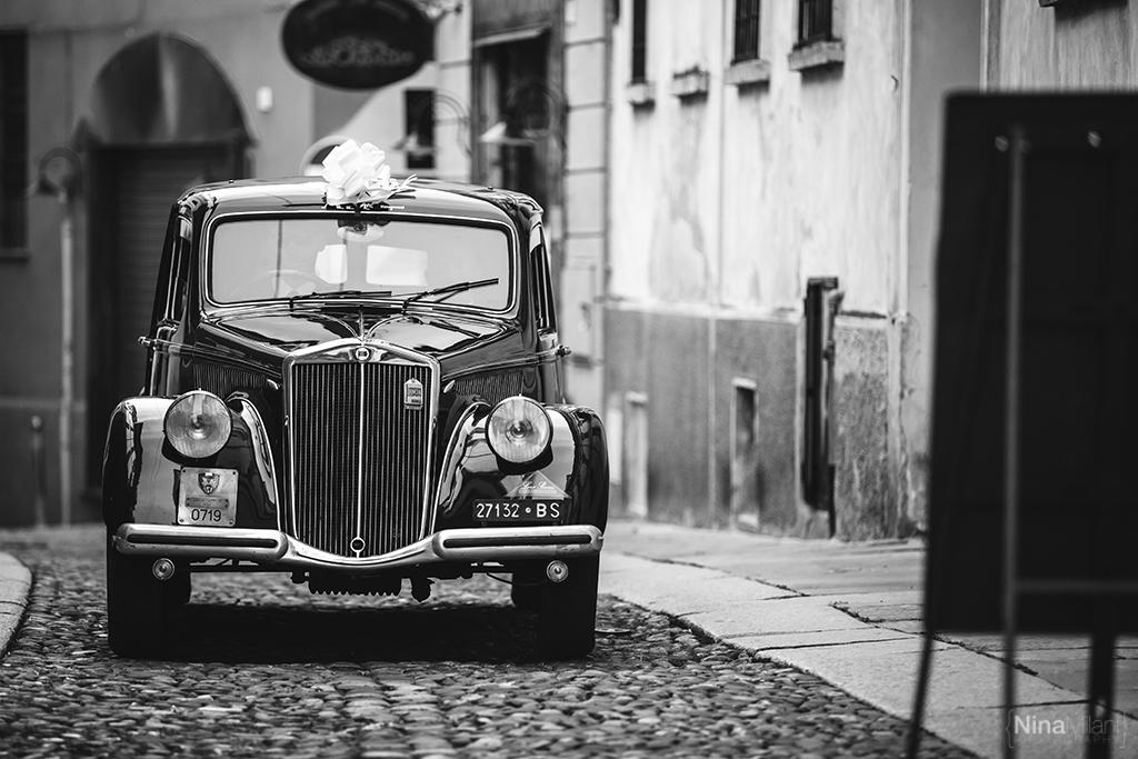 auto sposa epoca, arrivo della sposa in chiesa, macchine depoca per gli sposi, auto nera depoca,