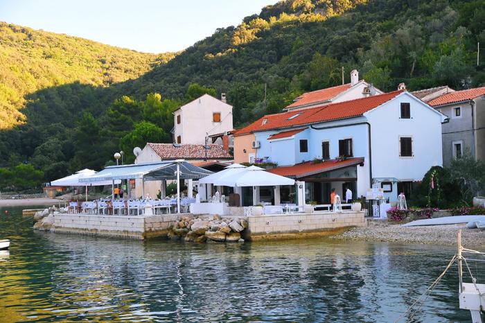 4 ristorante-isola-croata-sulla-spiaggia