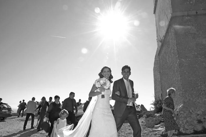5 foto-sposi-bianco-nero-uscita-chiesa-isola-croata