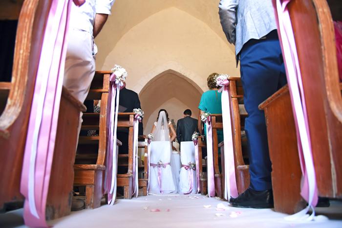glisposi-in-chiesa-allestimento-banchi