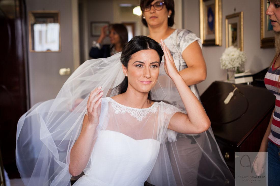sposa-con-velo-allo-specchio