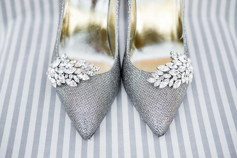 scarpe a punta, spille in brillanti