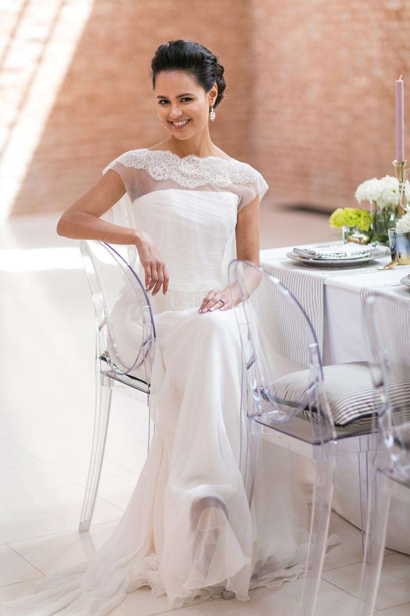 abito sposa couture hayez, sposa seduta,