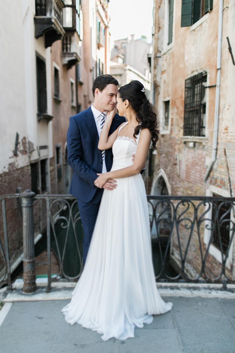 ponti di venezia, sposi, foto con sfondo palazzi venezia