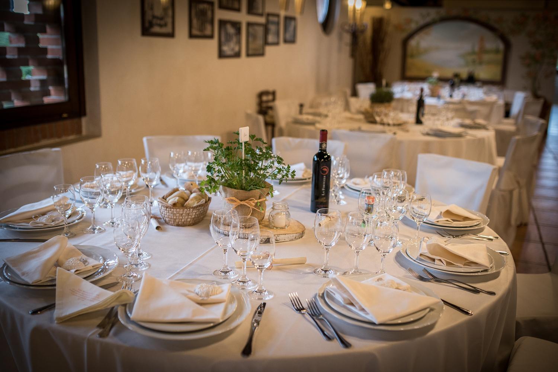 allestimento tavolo country, ispirazione wedding green, centrotavola erbe aromatiche