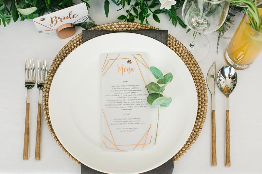 allestimento set tavolo nozze, palette colori tavoli rame oro verde