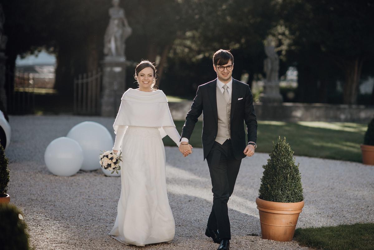 Matrimonio Natalizio Abito : Giulia e adriano un romantico matrimonio natalizio a dicembre