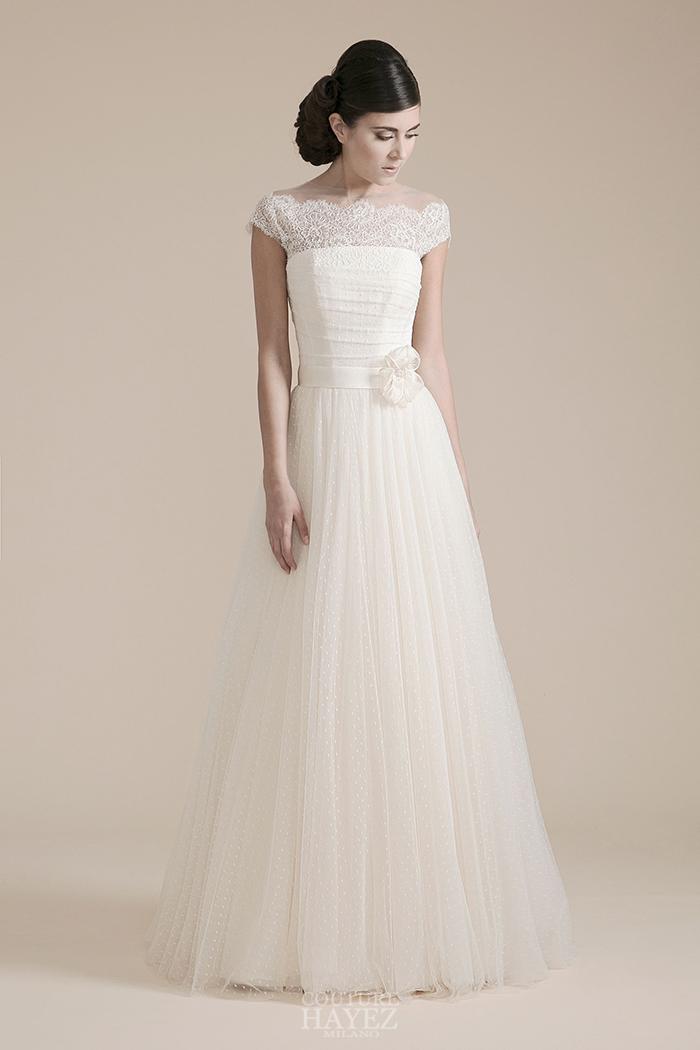 abito sposa tagliato in vita, abito sposa scollo omerale, abito sposa spalle coperte da pizzo