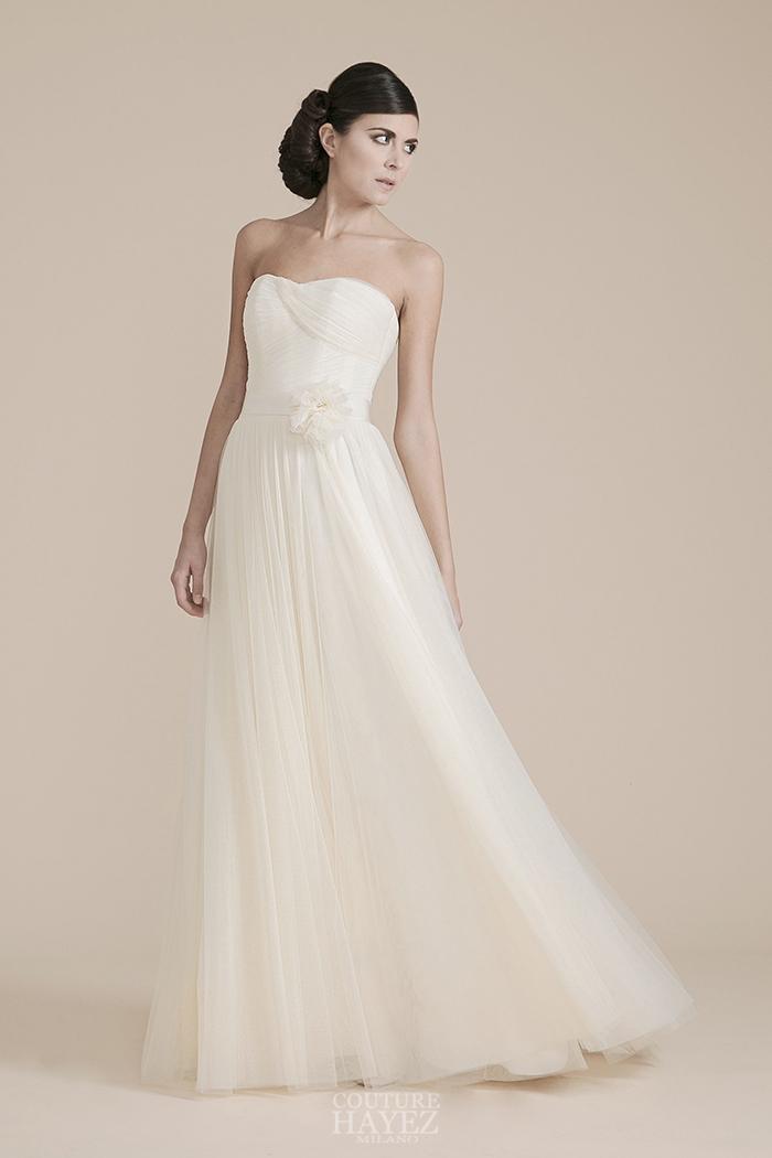 abito bustier drappeggiato, abito sposa fiore in vita, haute couture bridal