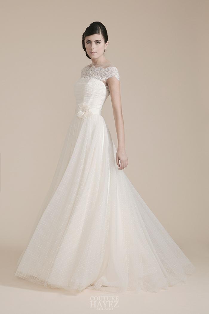 abito sposa decollete in pizzo, sposa ispirazione vintage, light wedding gowns