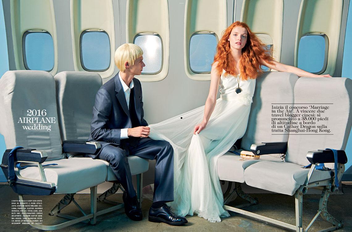 sposa seduta in aereo vogue