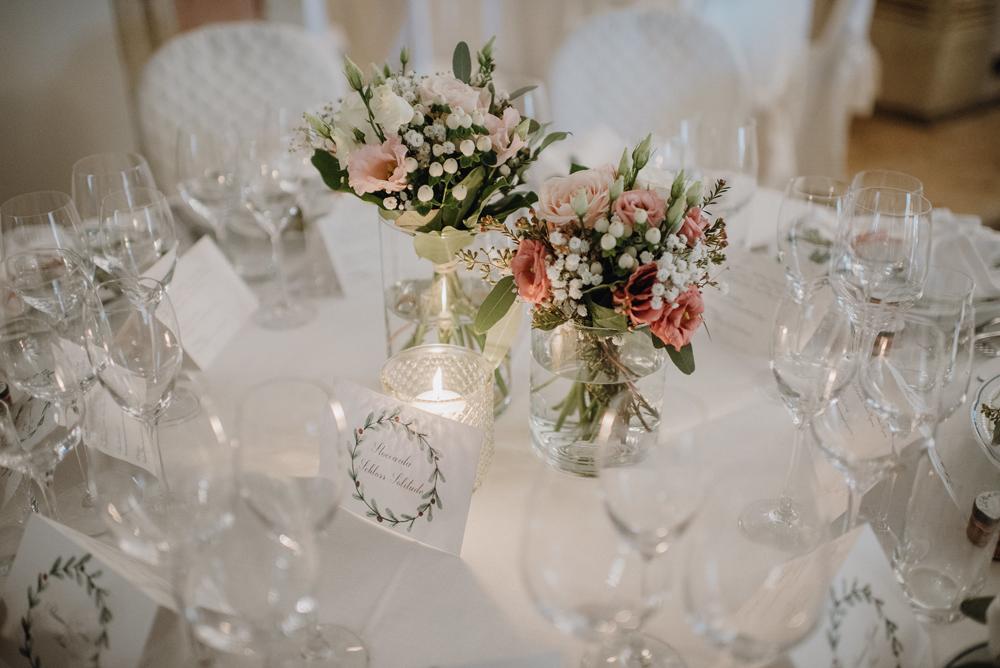 Centrotavola Matrimonio Natalizio : Centrotavola matrimonio con fiori invernali bianco