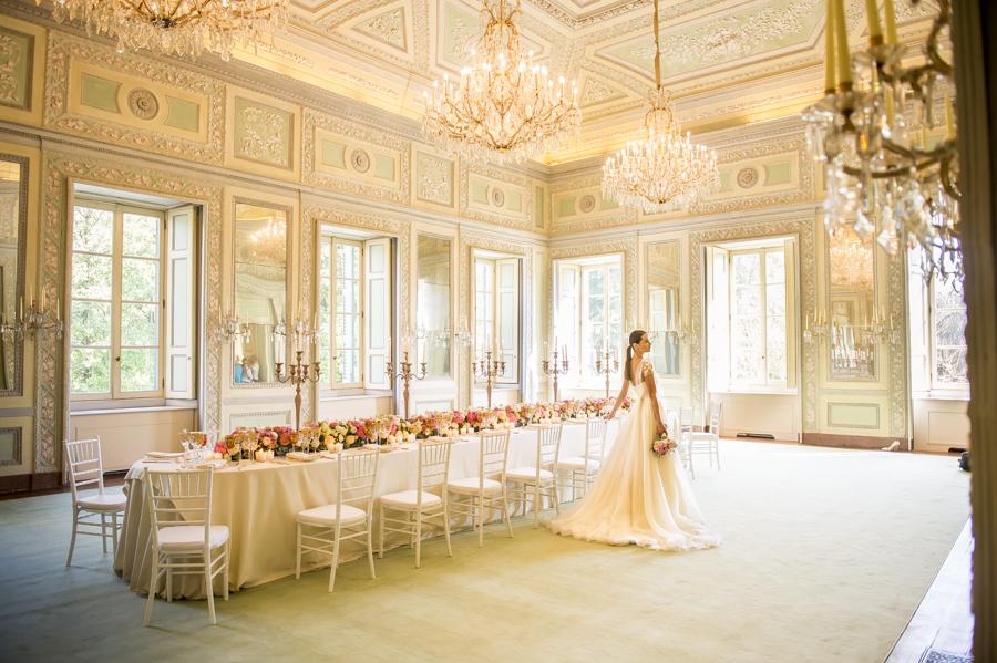 sala a manger della reggia di monza con sposa