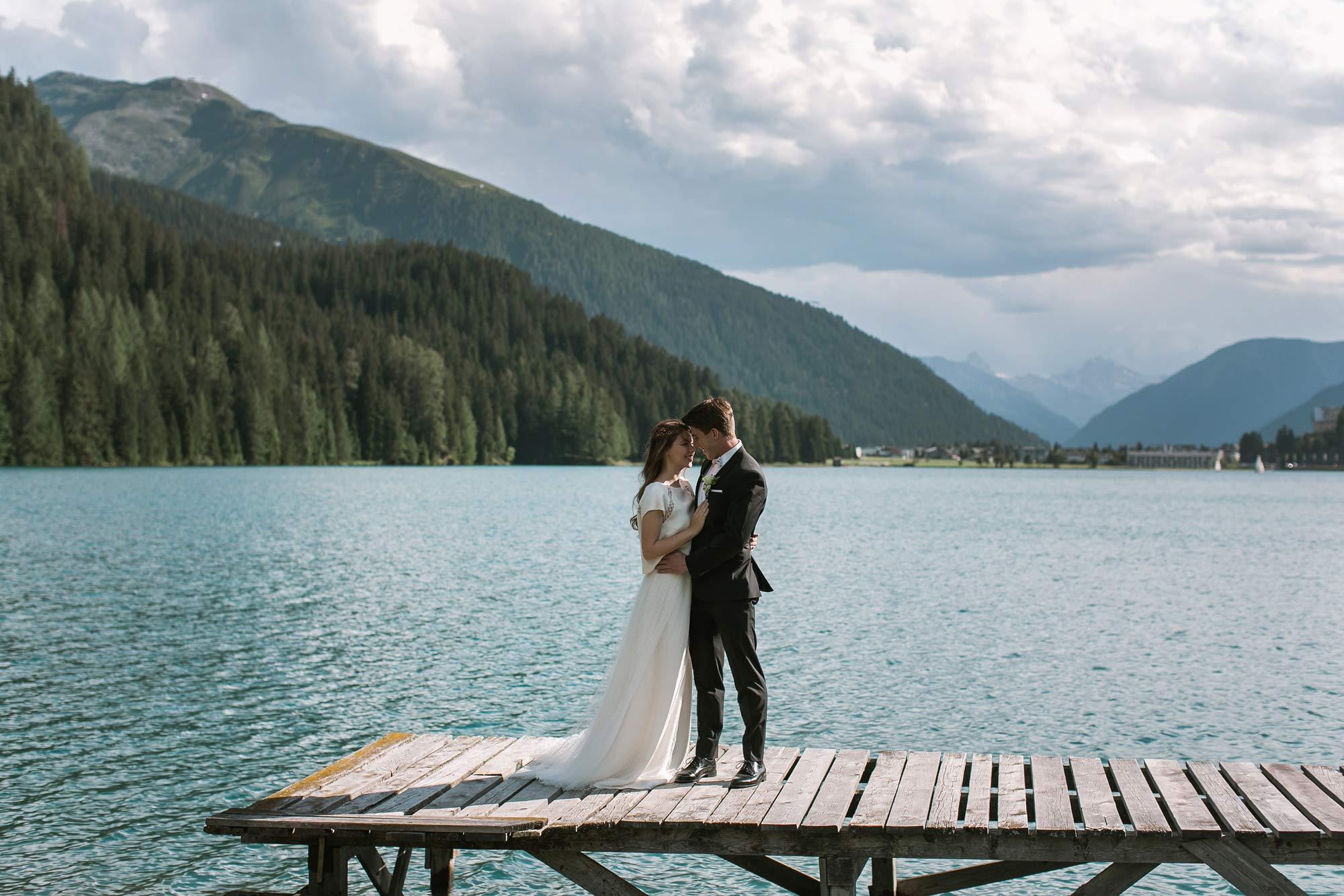 fuga d'amore, sposi sul lago