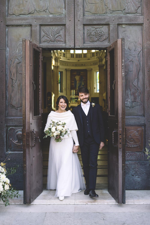sposa inverno,uscita sposi chiesa, matrimonio green,