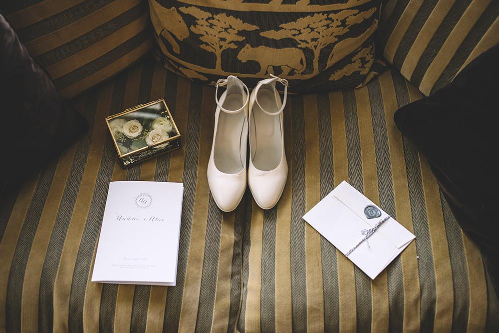 calzature sposa chiuse, inviti con ceralacca, cofanetto portafedi