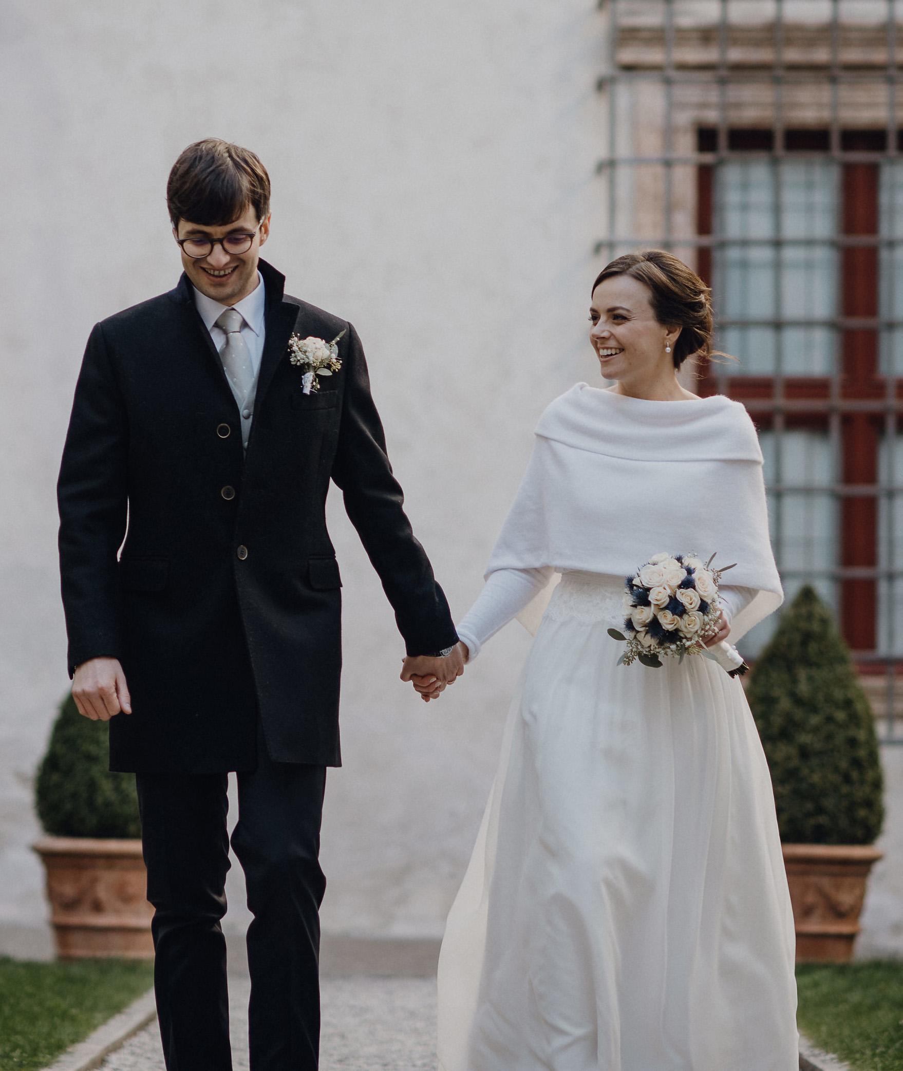 e6bd68bb647a Coprispalle Sposa in Maglia per il tuo matrimonio invernale ...