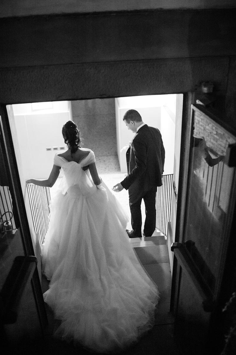 foto in bianco e nero, sposi, abito sposa in tulle