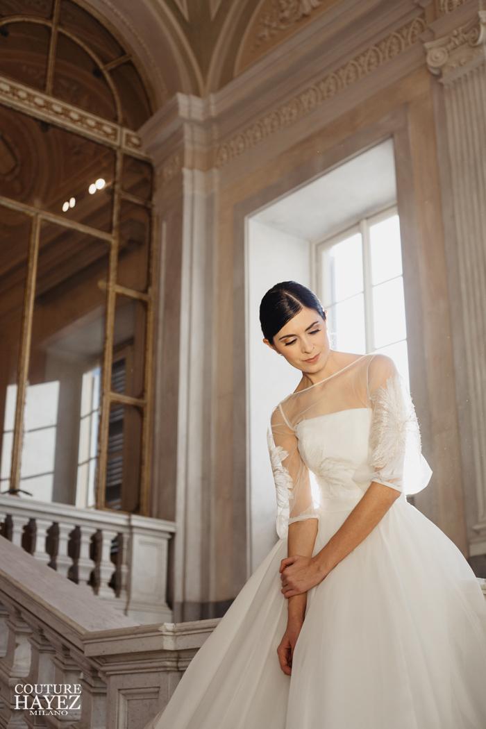 blusa sposa alta moda con maniche tre quarti oro e bianco, abito da sposa per matrimonio esclusivo