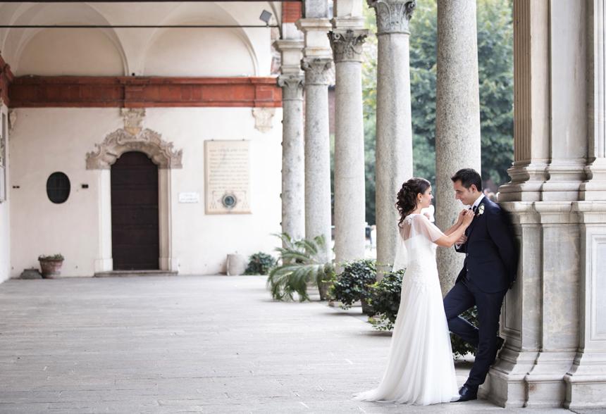 foto sposi chiesa milano, abito sposa pizzo
