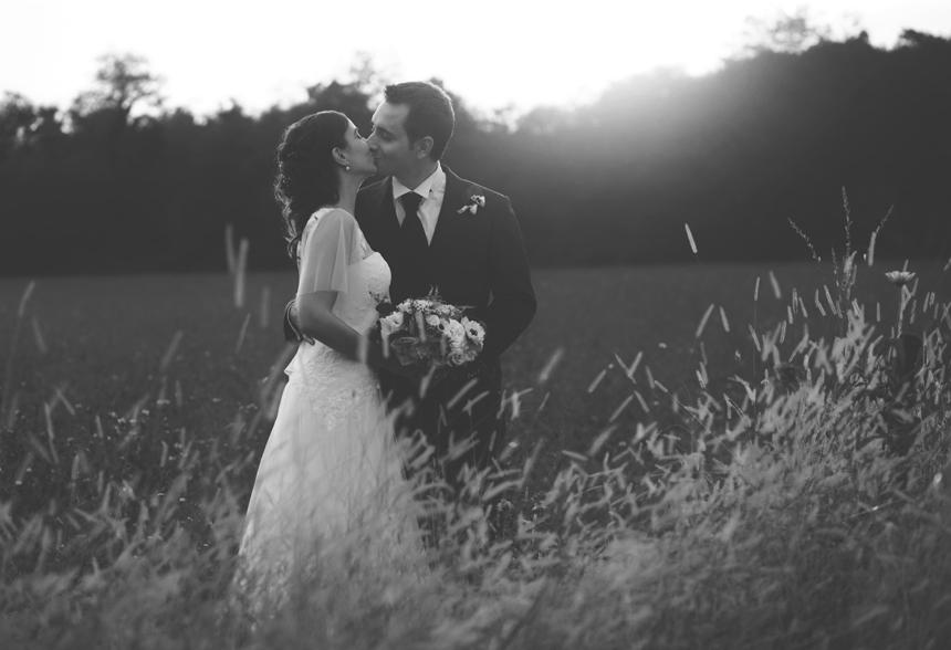 il bacio degli sposi al tramonto, foto giulia zingone