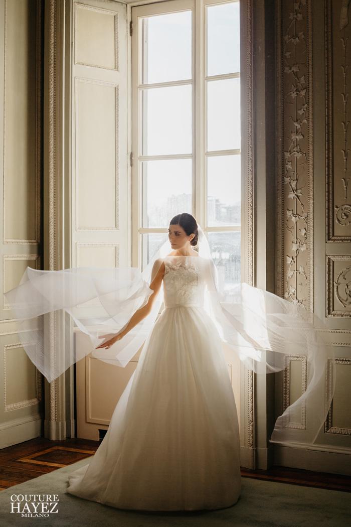abito da sposa principessa anni 50 con velo, abito sposa bon ton, abito da sposa con scollatura a barchetta