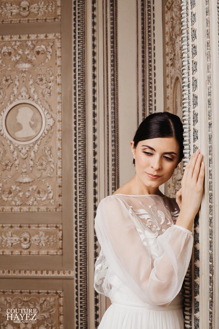 abito sposa con maniche trasparenti ricamato, abiti da sposa esclusivi made in italy
