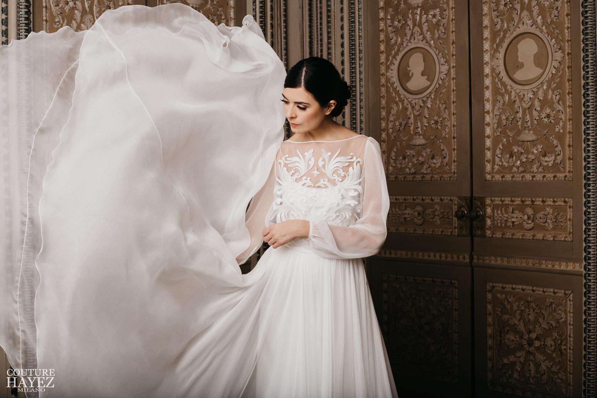 abito da sposa in chiffon elegante con blusa ricamata