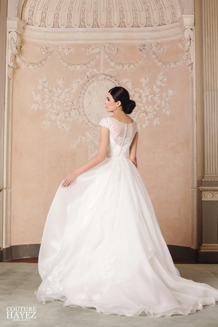 a boat neckline on an Aline bridal gown couture hayez, abito da sposa principesco