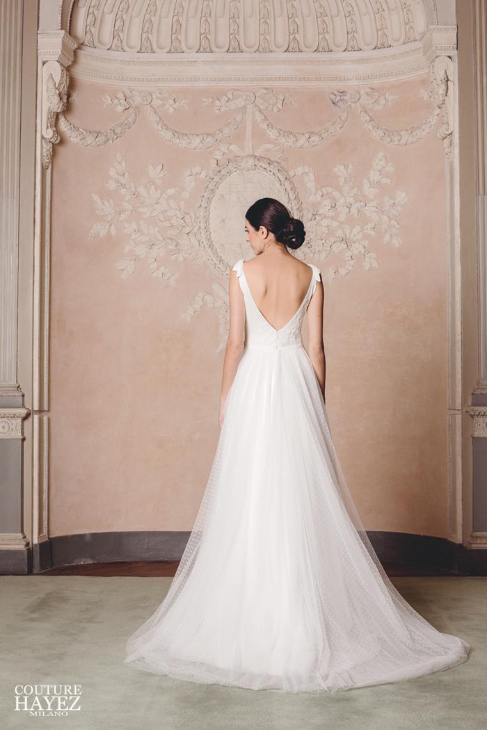 vestito da sposa con scollo sulla schiena a v in pizzo