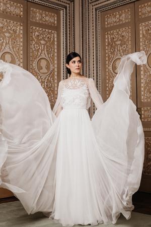abiti sposa 2020, abito sposa chiffon con maniche, abiti da sposa sartoriali,