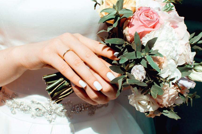manicure sposa, smalto bianco matt