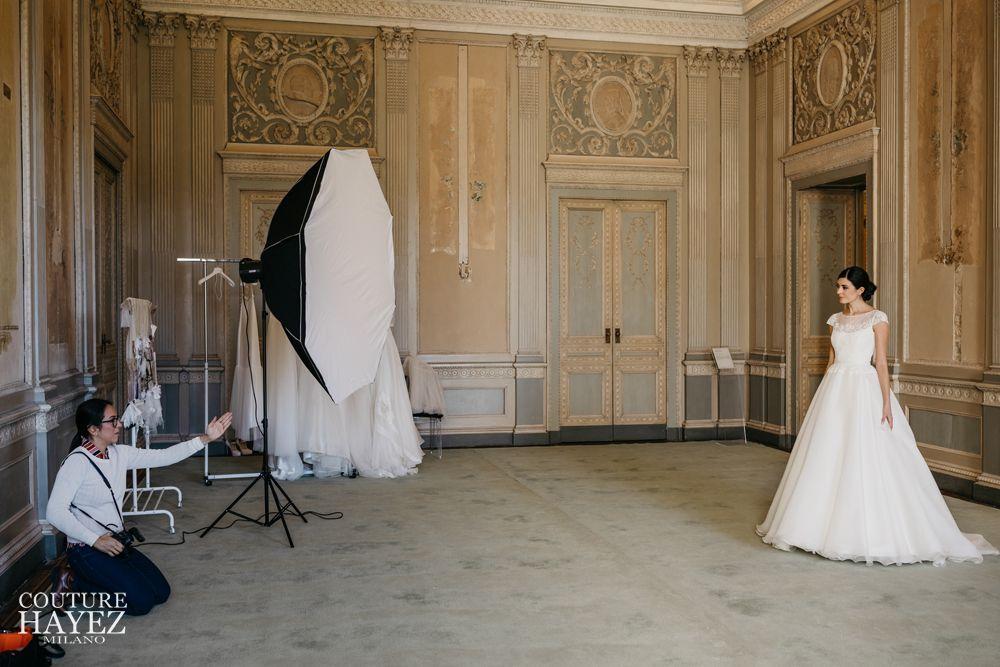 abiti da sposa eleganti, servizio fotografico backstage