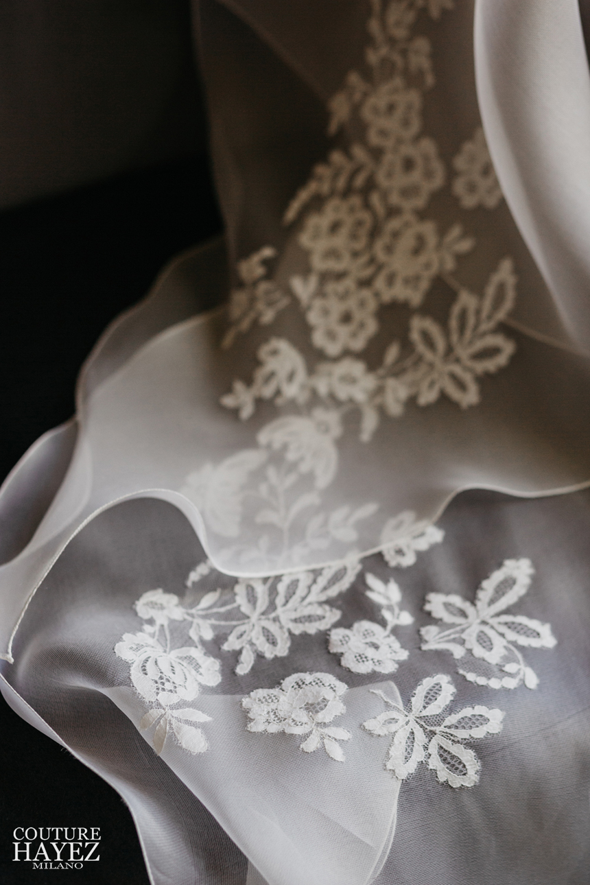 pizzo chantilly, coda sposa in pizzo