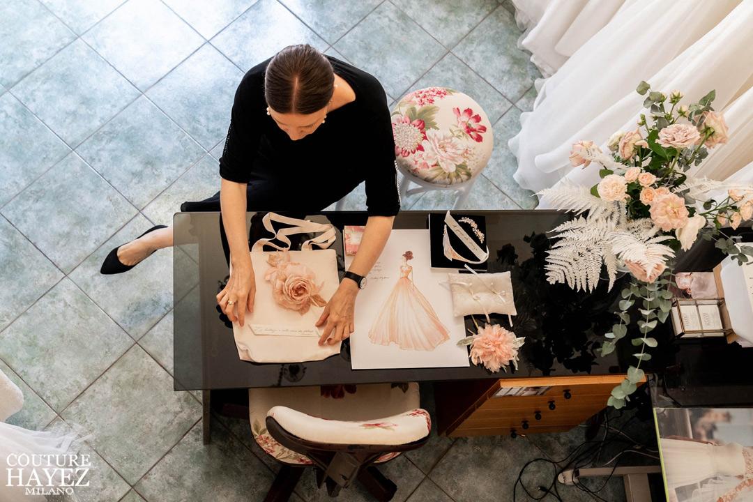 Loriana stilista Couture Hayez , piccolo atelier con abiti da sposa in seta a milano