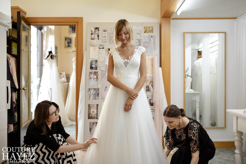 prova dell'abito sposa in atelier con le designers