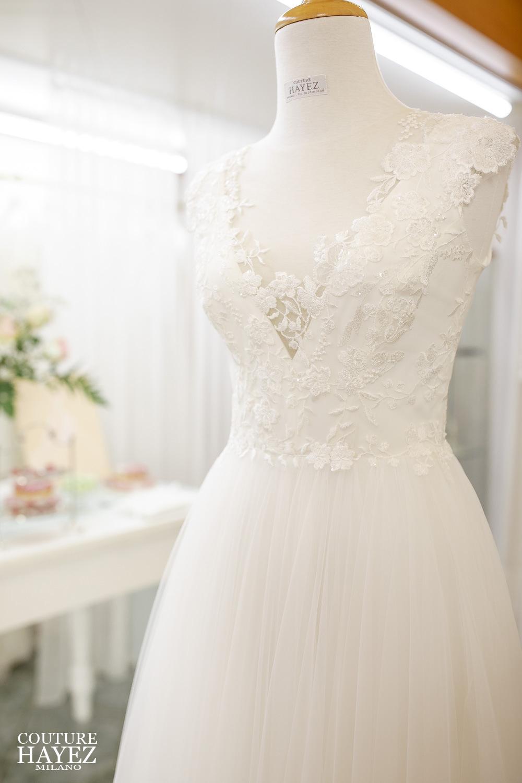 abito da sposa tulle e pizzo, abito da sposa scollo a v, abito da sposa fatto su misura