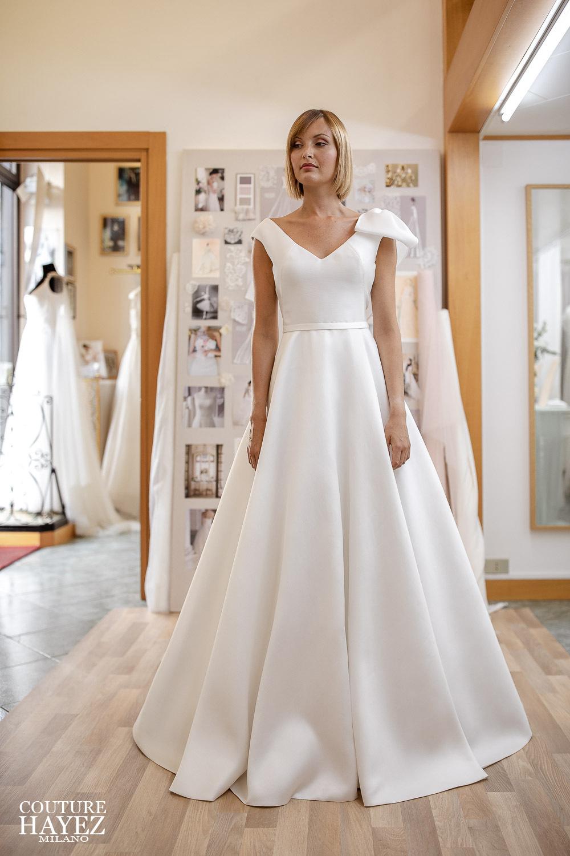abito da sposa linea ad a, abito da sposa scollo a v, abito da sposa elegante e raffinato